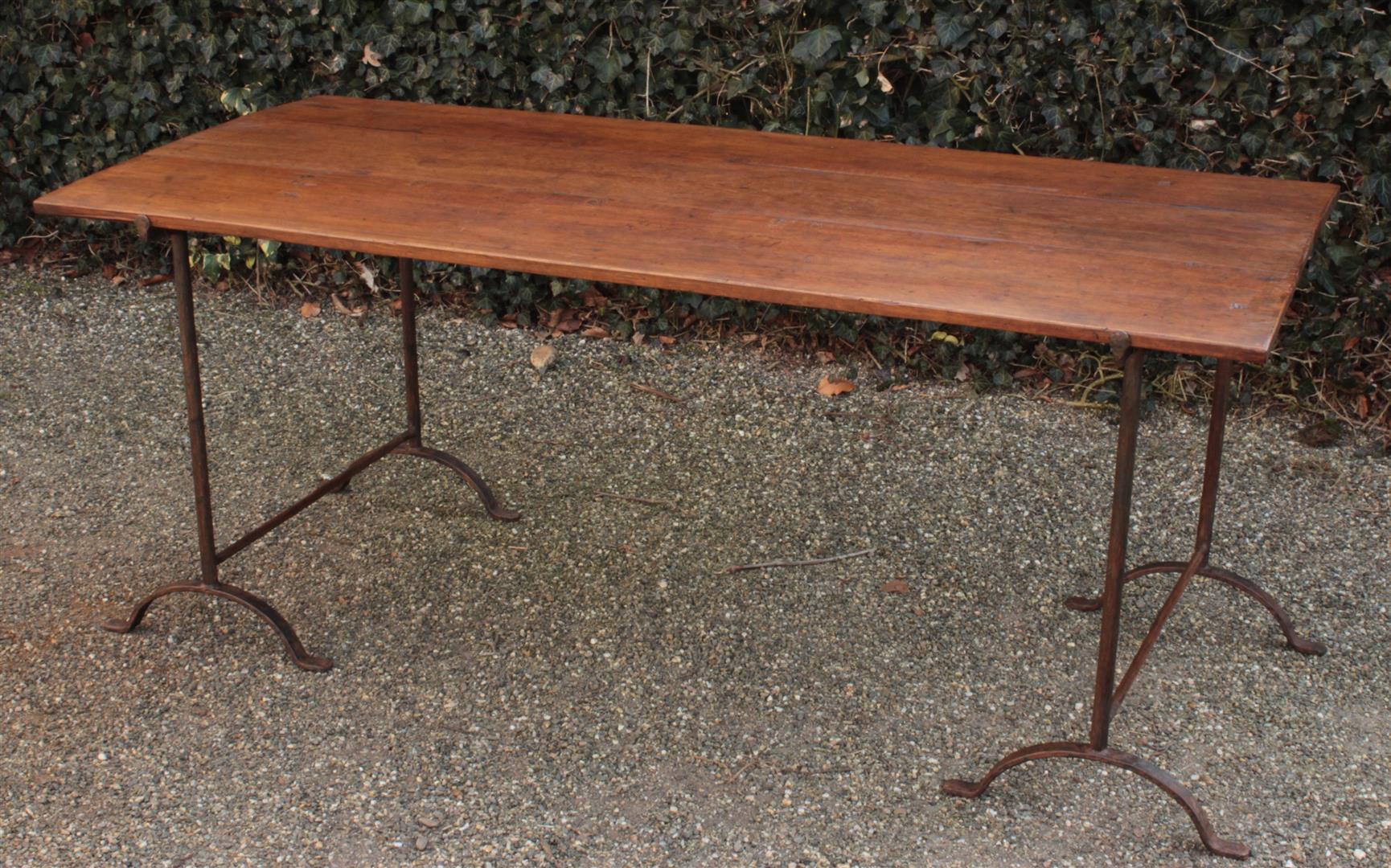 Tafel in hout met wangen of schragen art lam